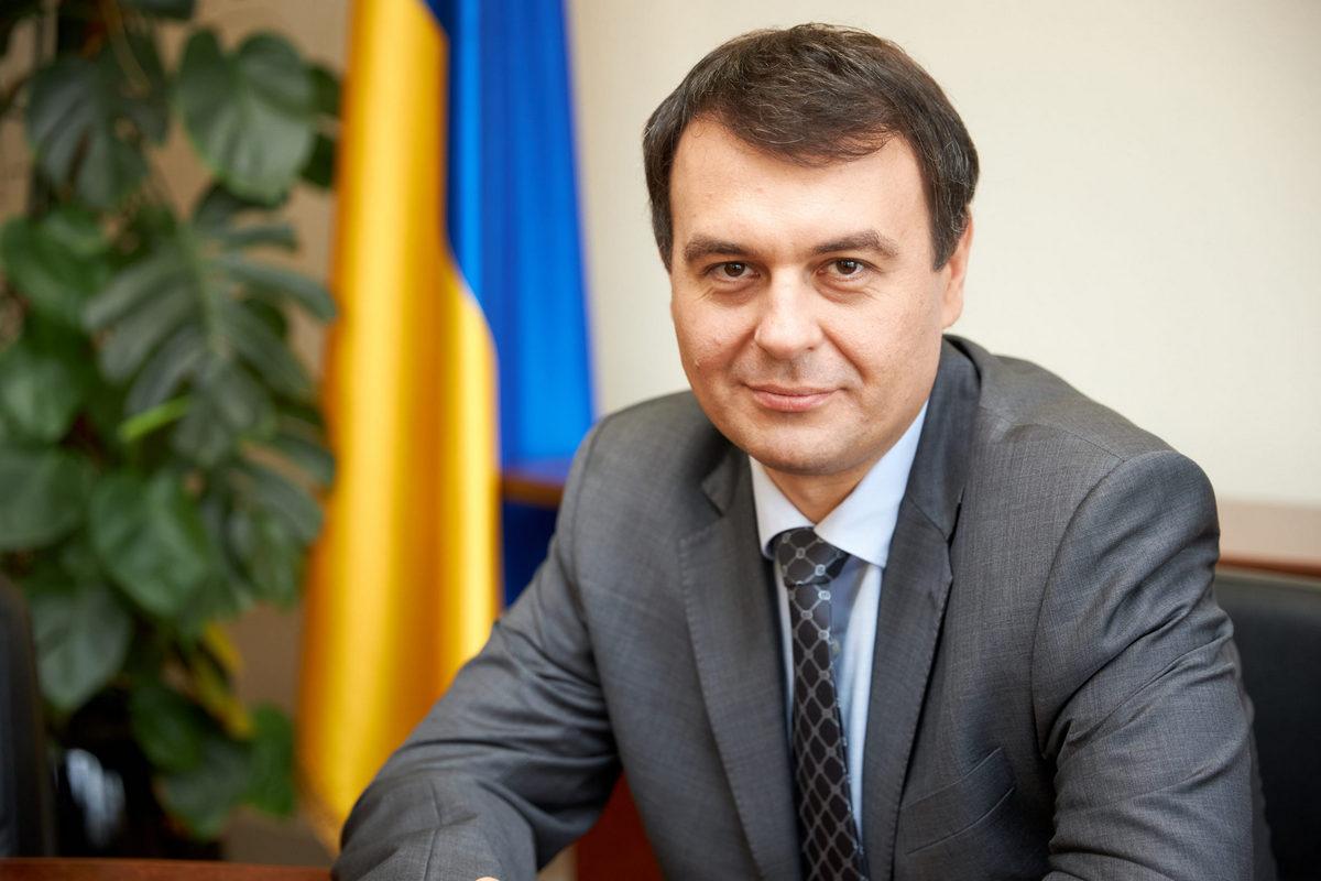 Податки на квартири і зарплати в Україні змінять: що готують депутати