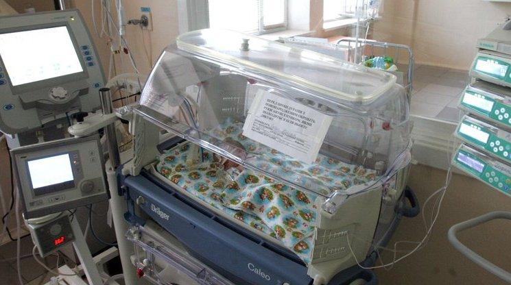 Народжене у вагоні потягу немовля доправили в реанімацію