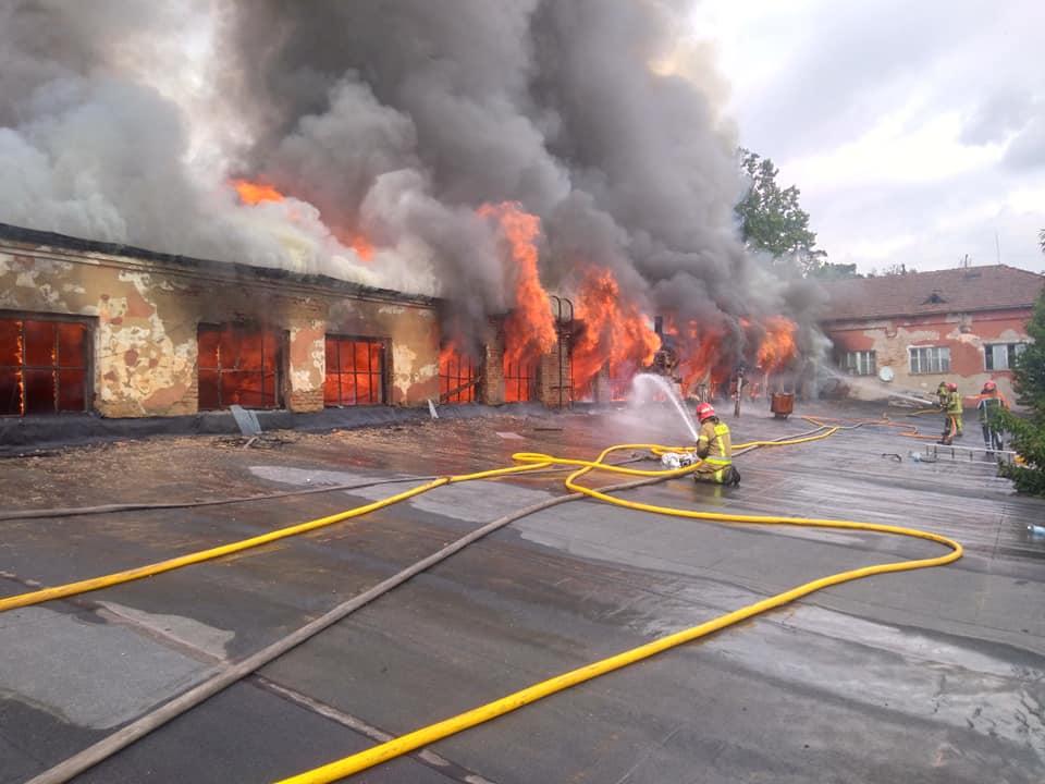 У мережі оприлюднено відео масштабної пожежі в Ужгороді