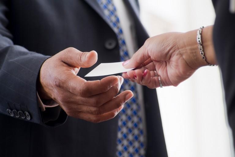 Податок на візитки: скільки та хто має заплатити