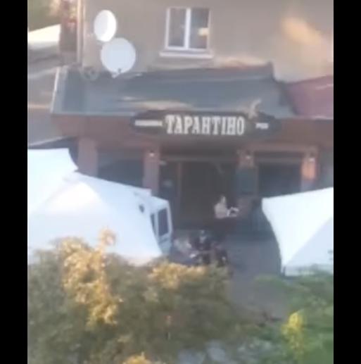 В Ужгороді авто влетіло в терасу піцерії