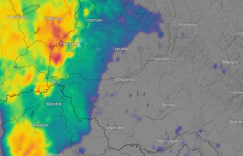 На Закарпаття насувається негода: в області оголошено штормове попередження