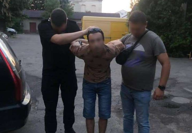 Взято під варту хлопця, який у Мукачеві порізав дівчину, замкнув у квартирі та залишив помирати