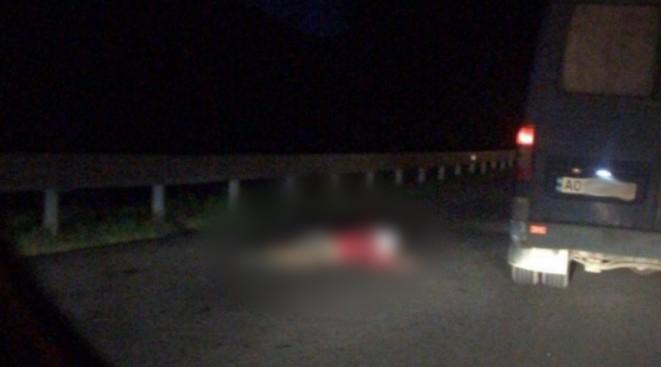 Вночі розбився на смерть мотоцикліст: фото та відео з місця події