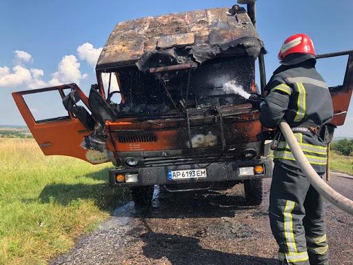 В Ужгороді загорілась вантажівка
