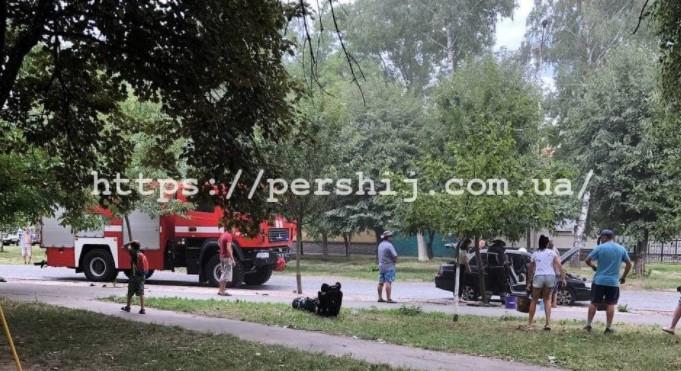 У Мукачеві прямо на дорозі загорівся автомобіль