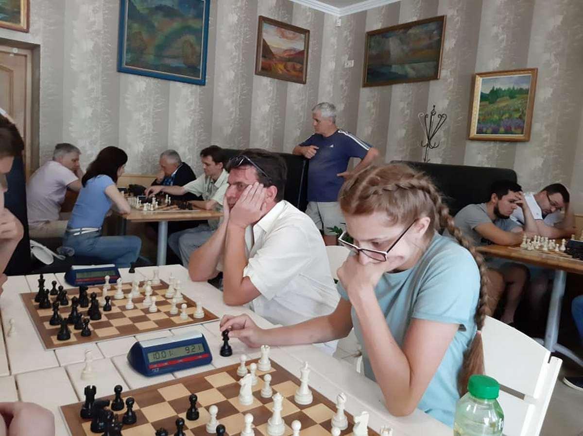 Мукачево та Ужгород влаштували змагання із шахів: хто виграв