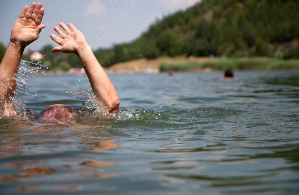 На Закарпатті у річці потонув молодий чоловік