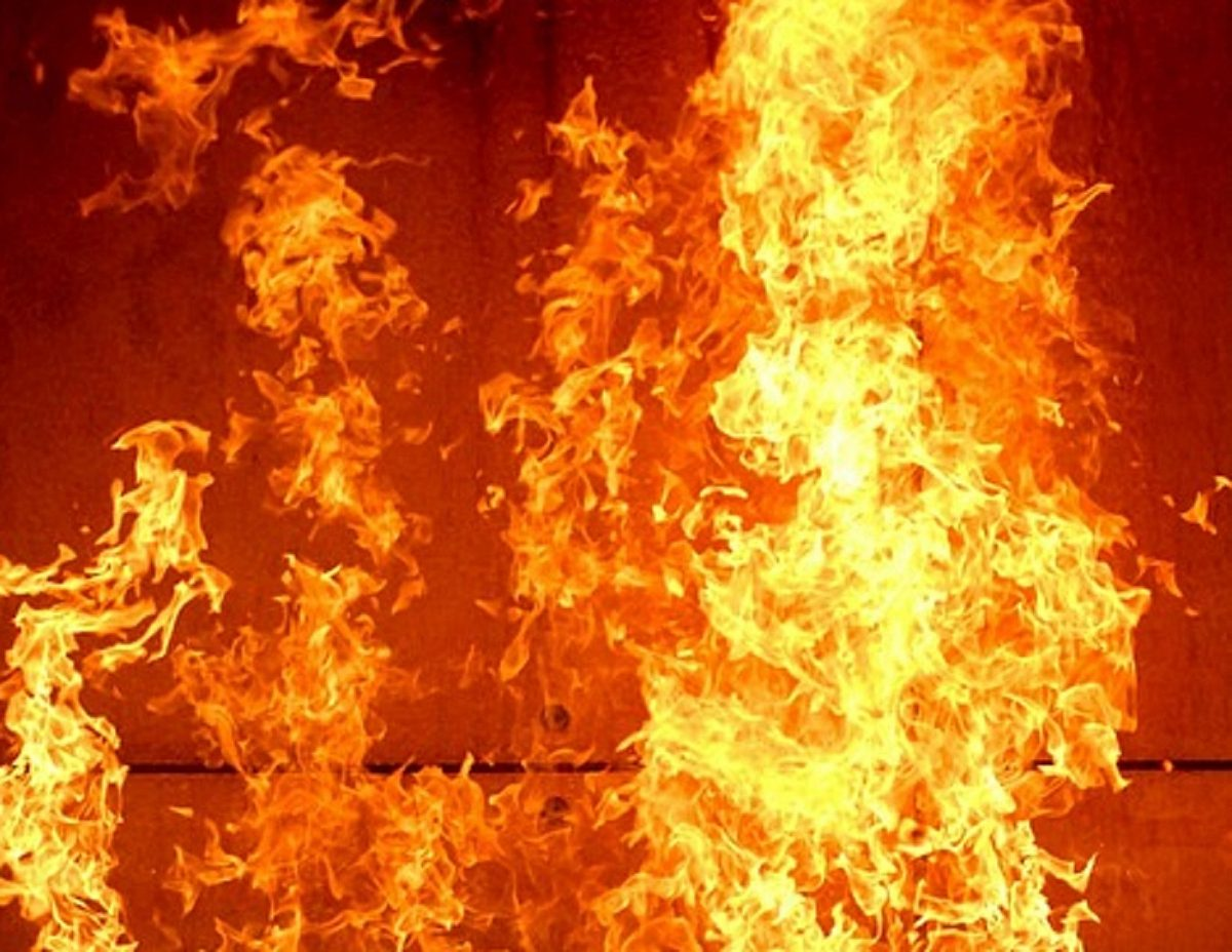 Вночі на території готельного комплексу спалахнула пожежа