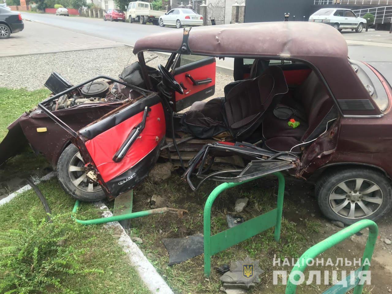 Страхітлива аварія на Закарпатті: чоловік загинув, а 6-річна дитина-пасажир вижила