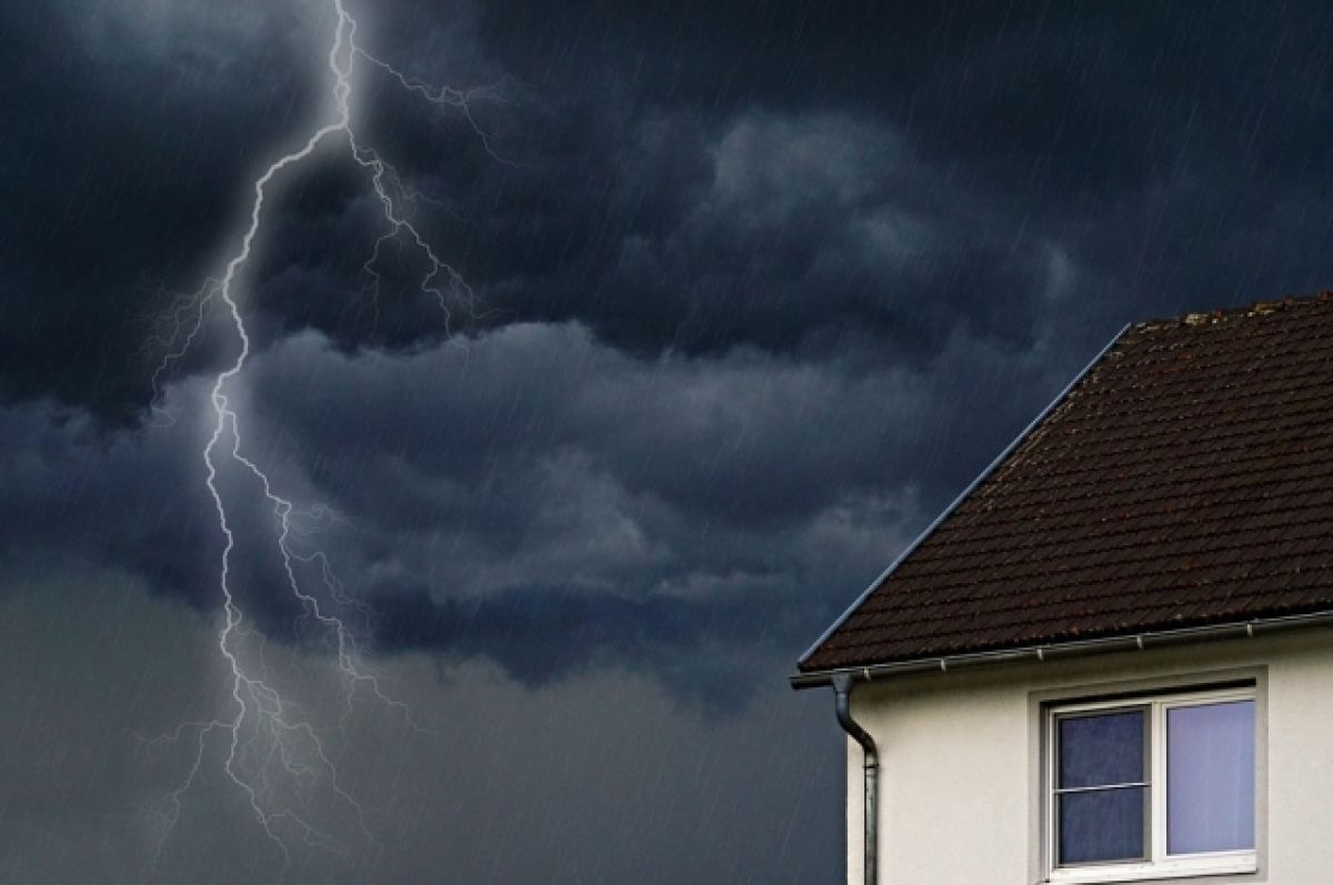 Грози та шквальний вітер: в найближчу годину погіршиться погода