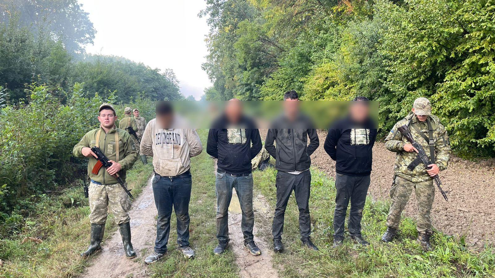 Поблизу кордону затримали 4 турків