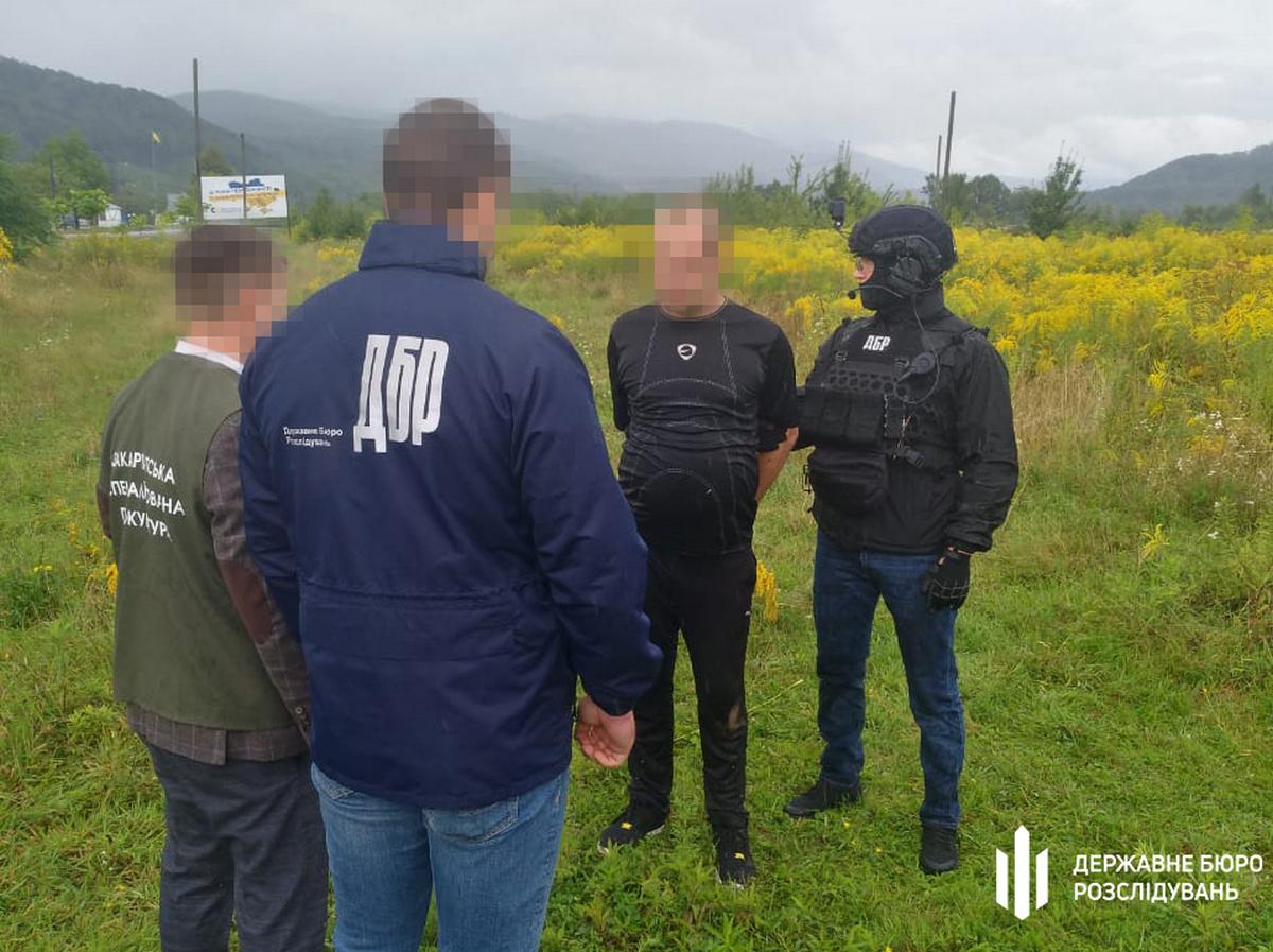 Спецоперація ДБР на Закарпатті: затримано старшину військової частини