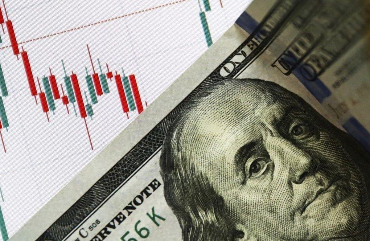 Курс долара в Україні зміниться: скільки заплатимо