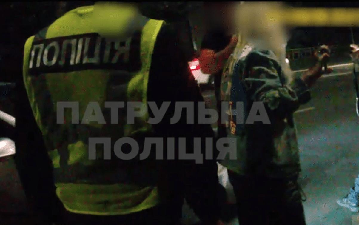 Затримано жінку, яка поводилась агресивно та вдарила поліцейську
