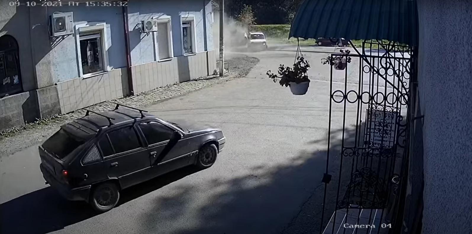 Аварія на Рахівщині: момент зіткнення потрапив на відео, — соцмережі
