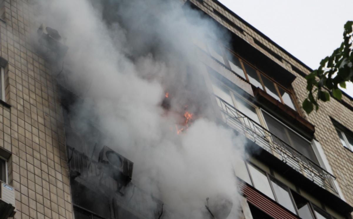 Патрульні врятували людей із палаючого будинку. Опубліковано відео