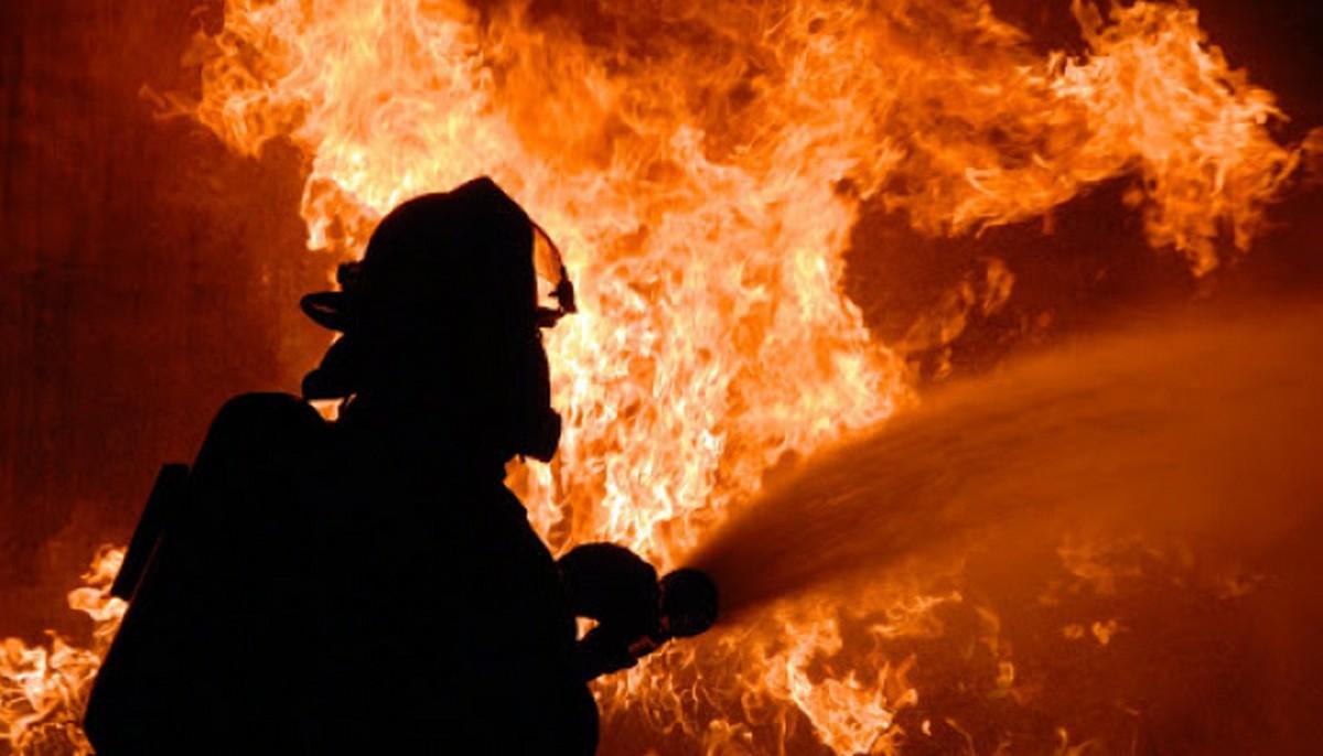 На Закарпатті вночі сталася масштабна пожежа на підприємстві