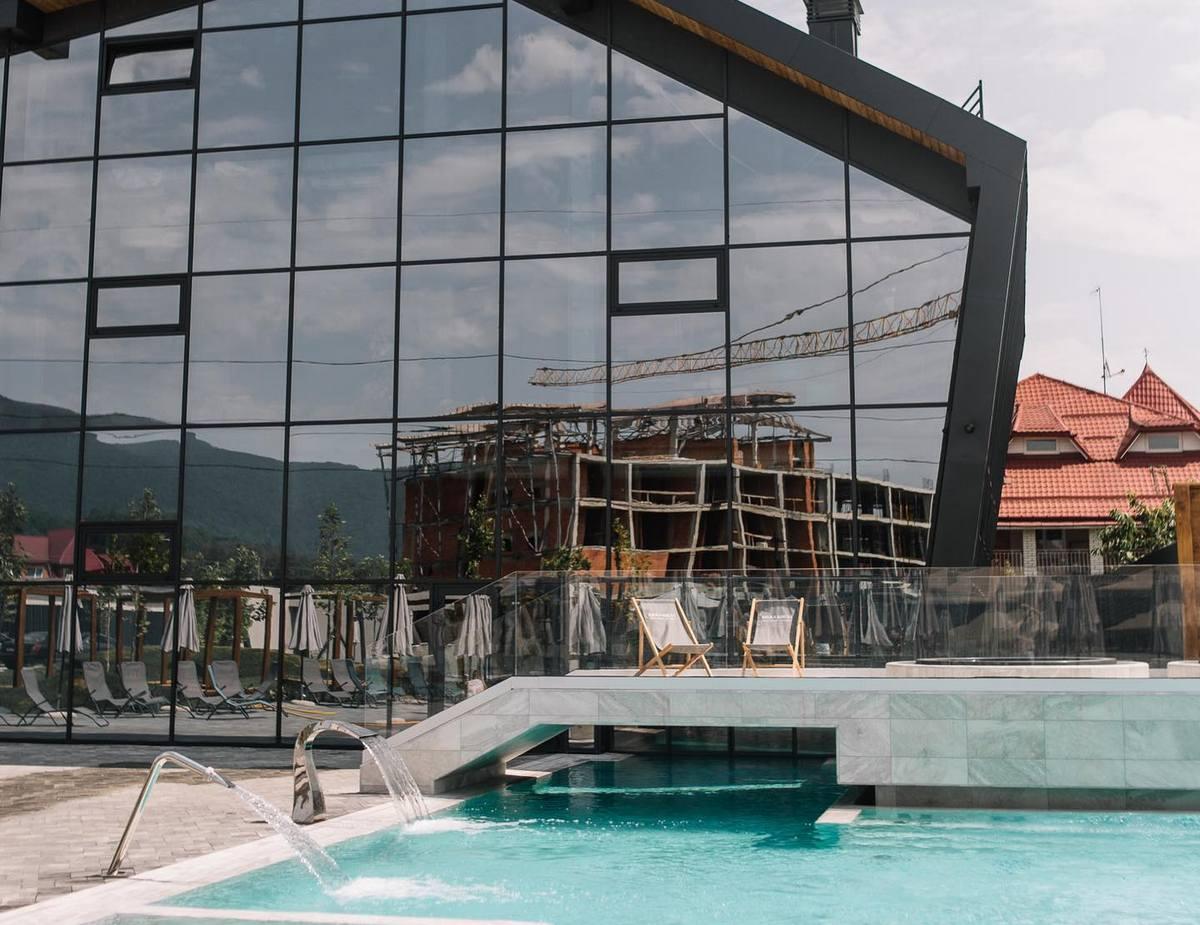 """На Закарпатті запрацював новий термальний комплекс """"Рікка Хуст"""": які ціни 2021"""