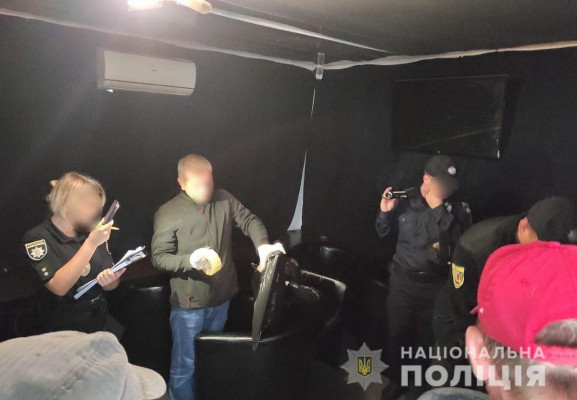 У кілька закладів Ужгорода і Мукачева навідалась поліція