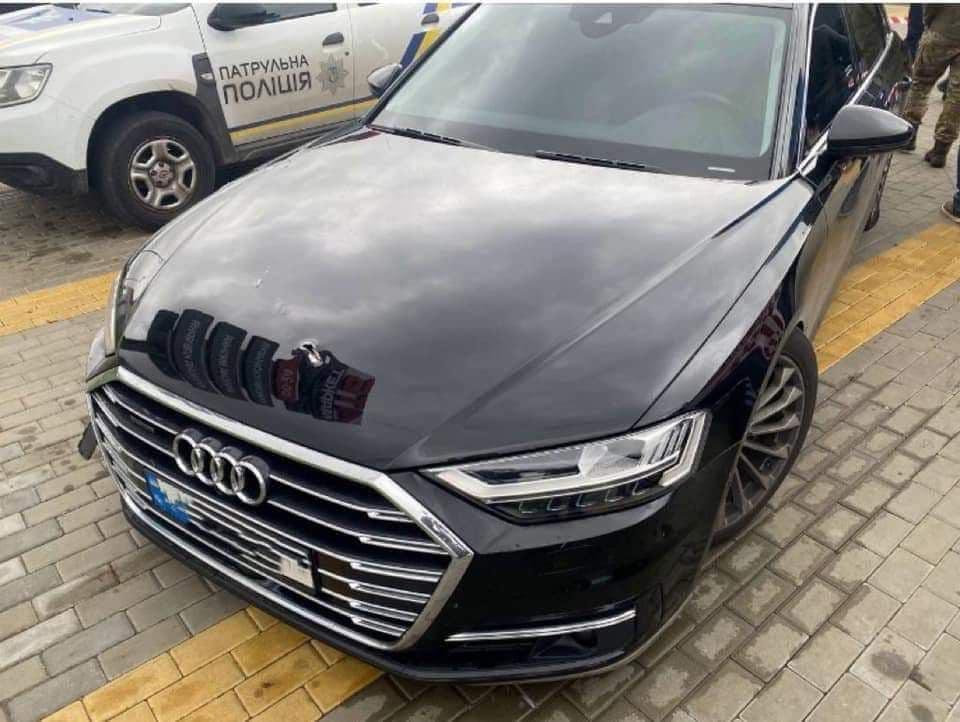 Розстріляли автомобіль першого помічника Зеленського Сергія Шефіра: фото з місця події
