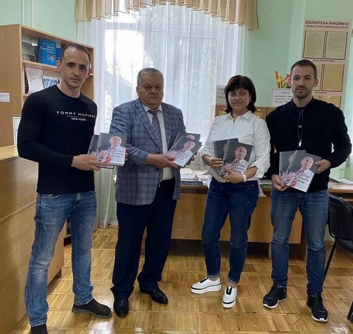 Бібліотечні фонди Закарпаття поповнились книгою про Василя Гарагонича