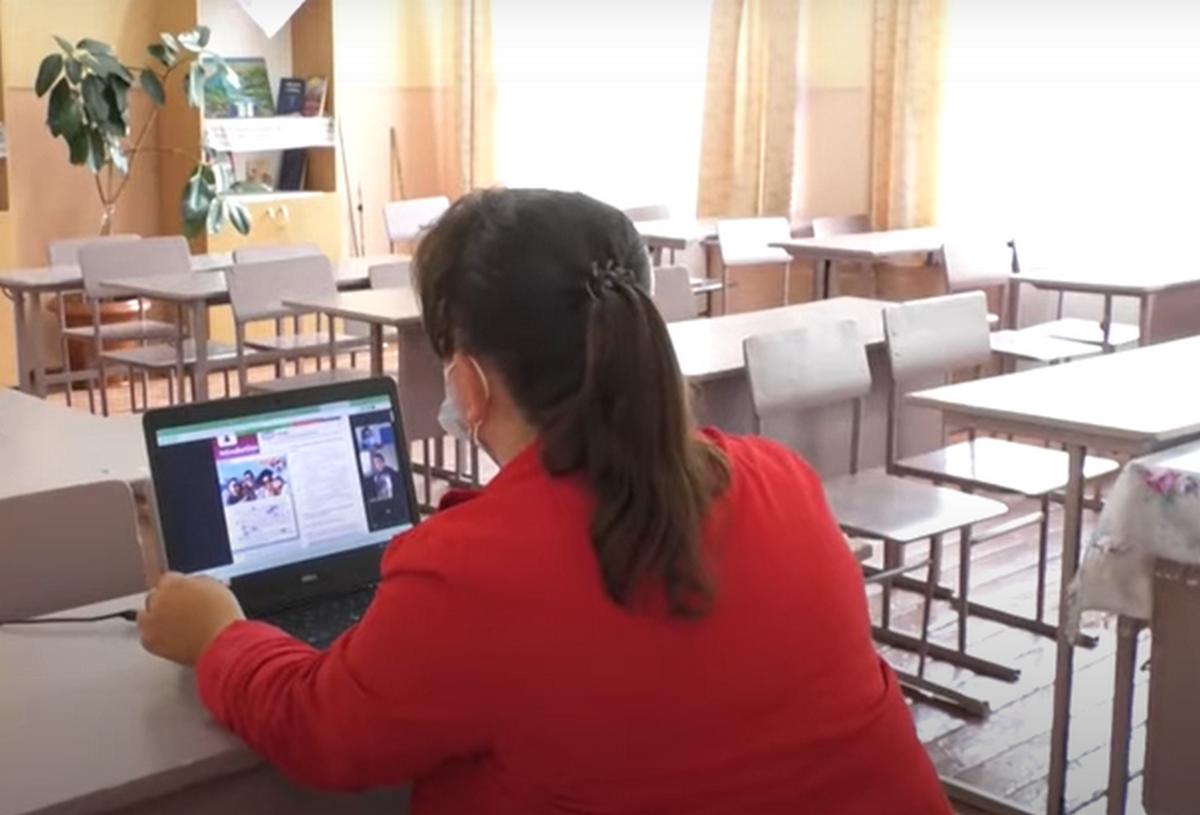 244 школи Закарпаття перейшли на дистанційне навчання. Відомо, чи отримуватимуть зарплату вчителі
