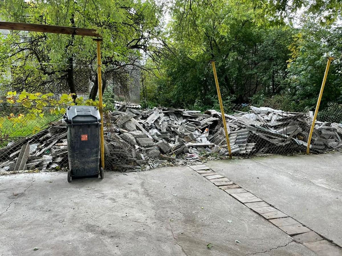 Рейдерське захоплення ринку на Закарпатті: техніка трощила торгові павільйони