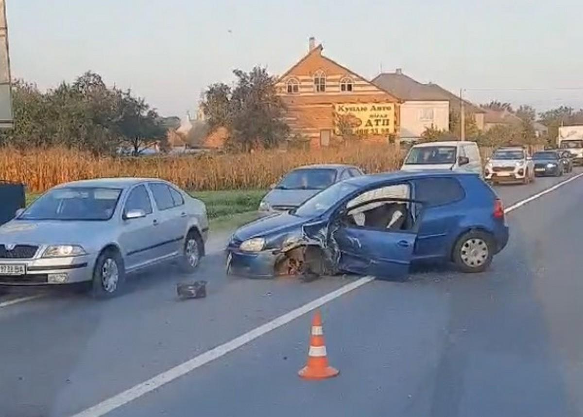 Ранкова ДТП у Ракошині: в іномарки відірвало колесо