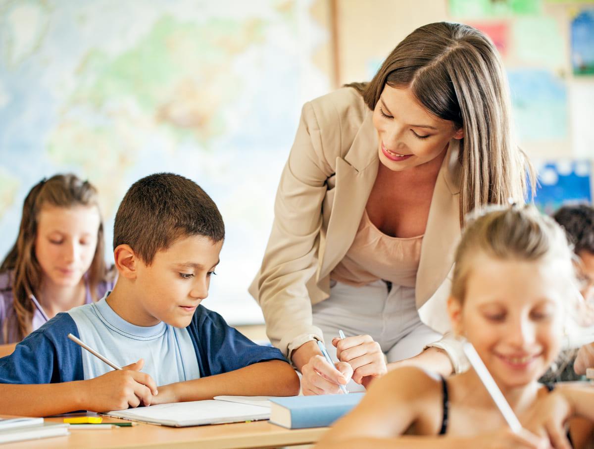 День вчителя 2021: найкращі привітання та побажання своїми словами українською