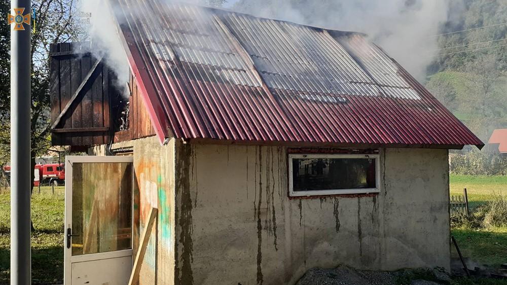 Жінка поставила коптитися м'ясо і спалахнула пожежа