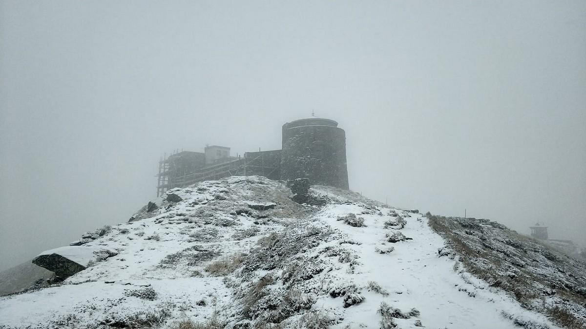 В горах Закарпаття падає сніг