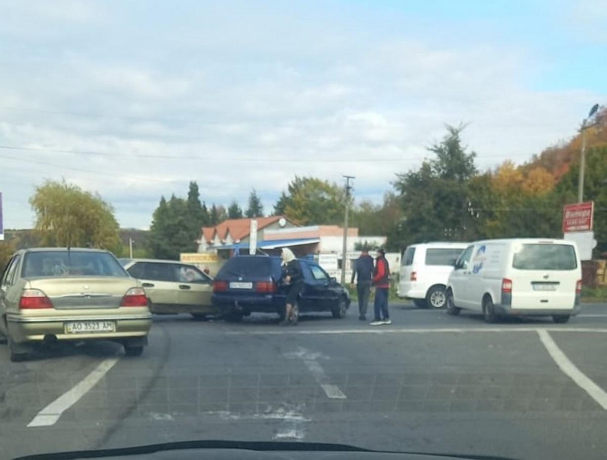 На в'їзді в Мукачево сталась ДТП. Опубліковано відео