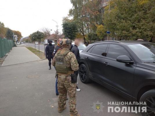 """У Мукачеві затримали групу наркоторговців. Одного з них піймали поблизу аквапарку """"Карпатія"""""""