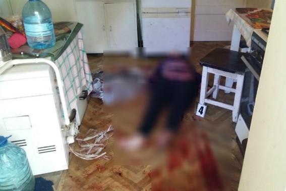 Жорстоке вбивство на Закарпатті: чоловік зарізав свою співмешканку