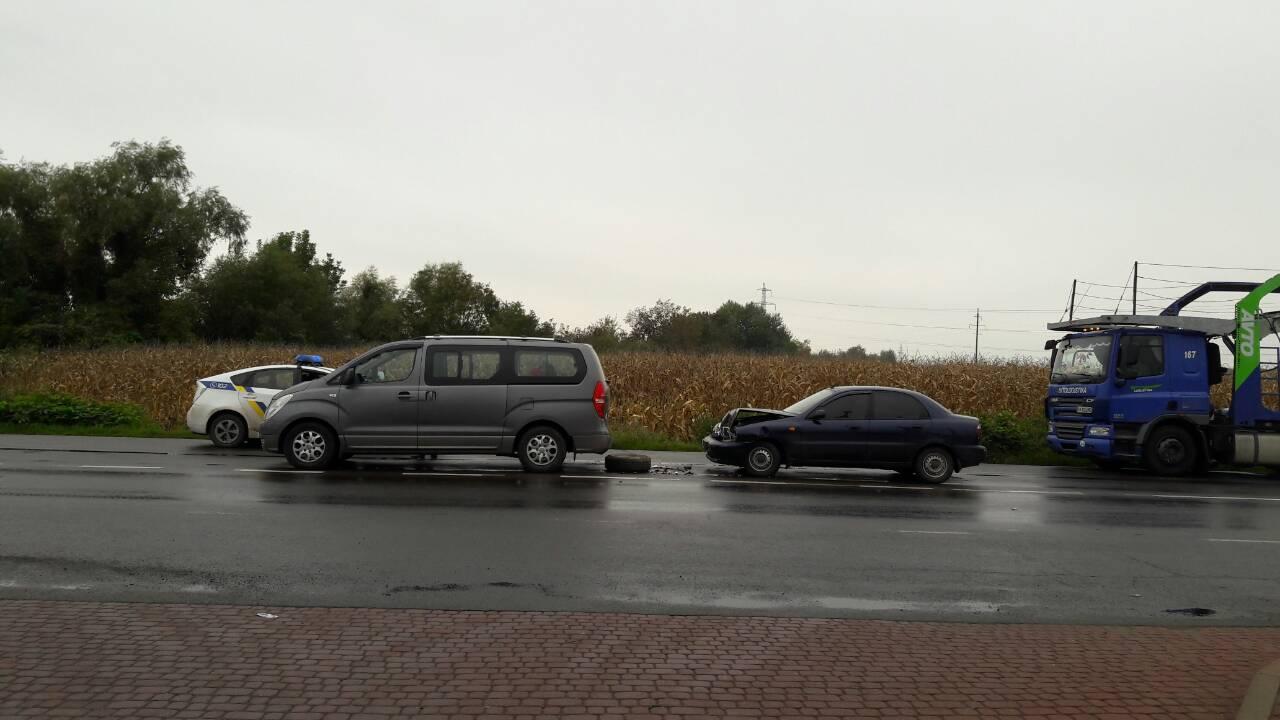 На околиці Мукачева сталась ДТП за участі мікроавтобуса