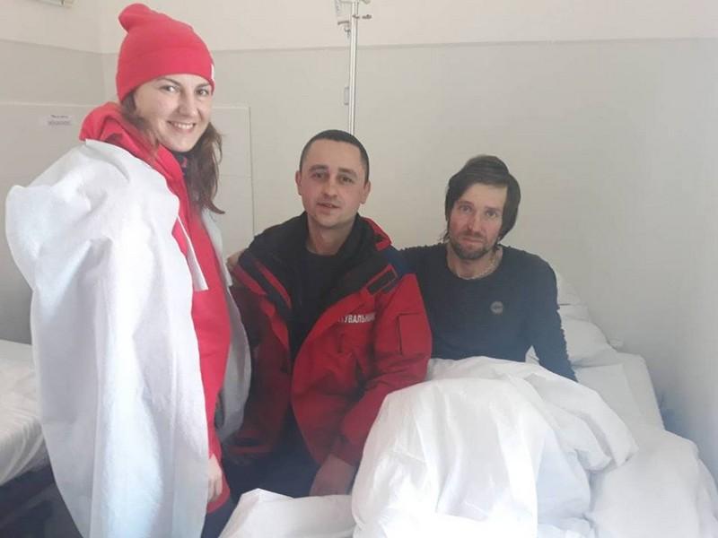 Лижник, який кілька діб блукав у горах, зараз у лікарні в Ужгороді