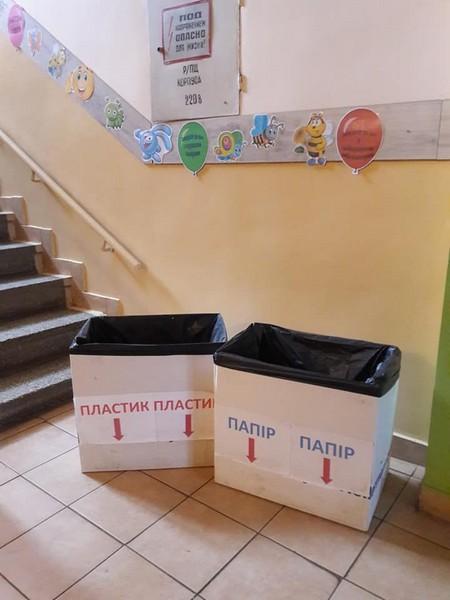 Дітей навчають сортувати сміття