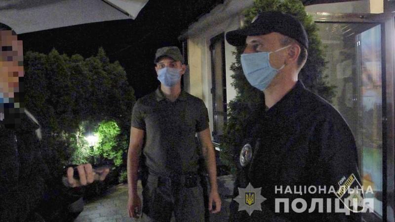 Поліцейські зафіксували порушення карантину на Закарпатті