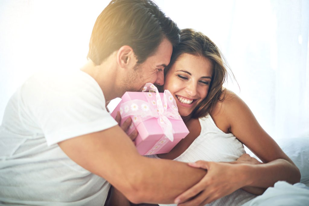 Подарунок на День закоханих для коханої дружини та дівчини