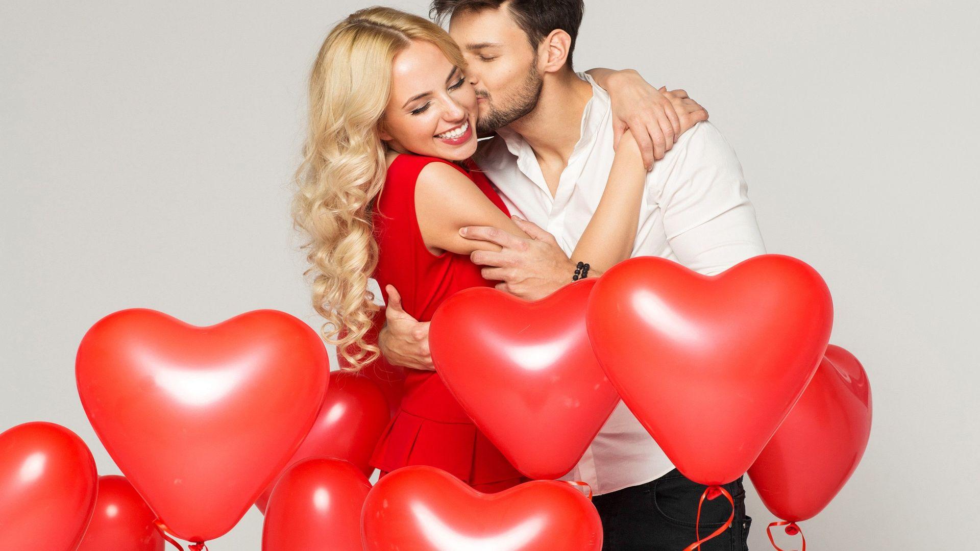 Подарунок для коханої жінки та дівчини до Дня святого Валентина